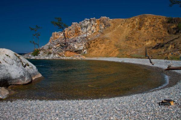 По водам Байкала из Листвянки на быстрой «Ракете» можно добраться до легендарного байкальского острова Ольхон.